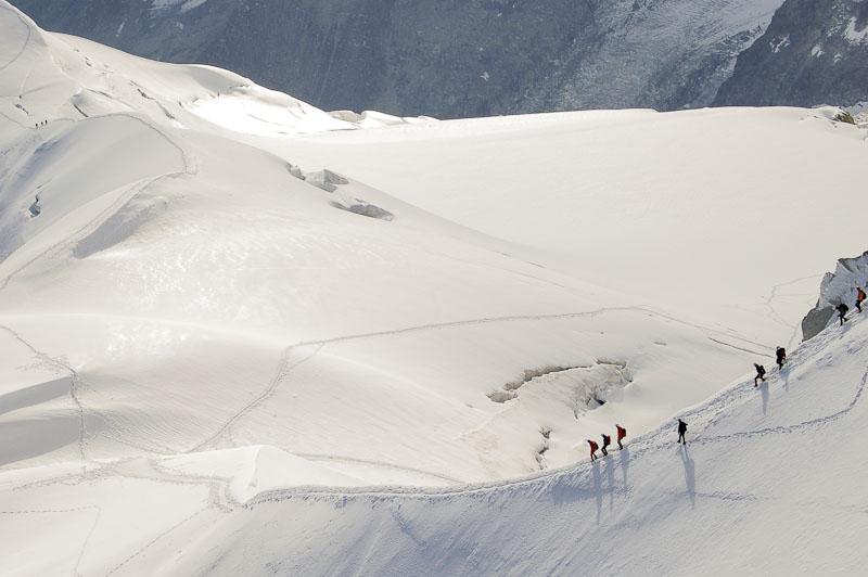 Excursionistas hacia el Mont Blanc
