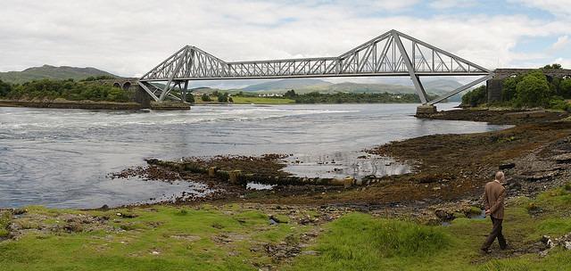 Rápidos bajo el Puente Lora
