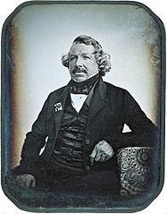 http://www.lluisribes.net/wp-content/uploads/2012/08/187px-Louis_Daguerre_2.jpg